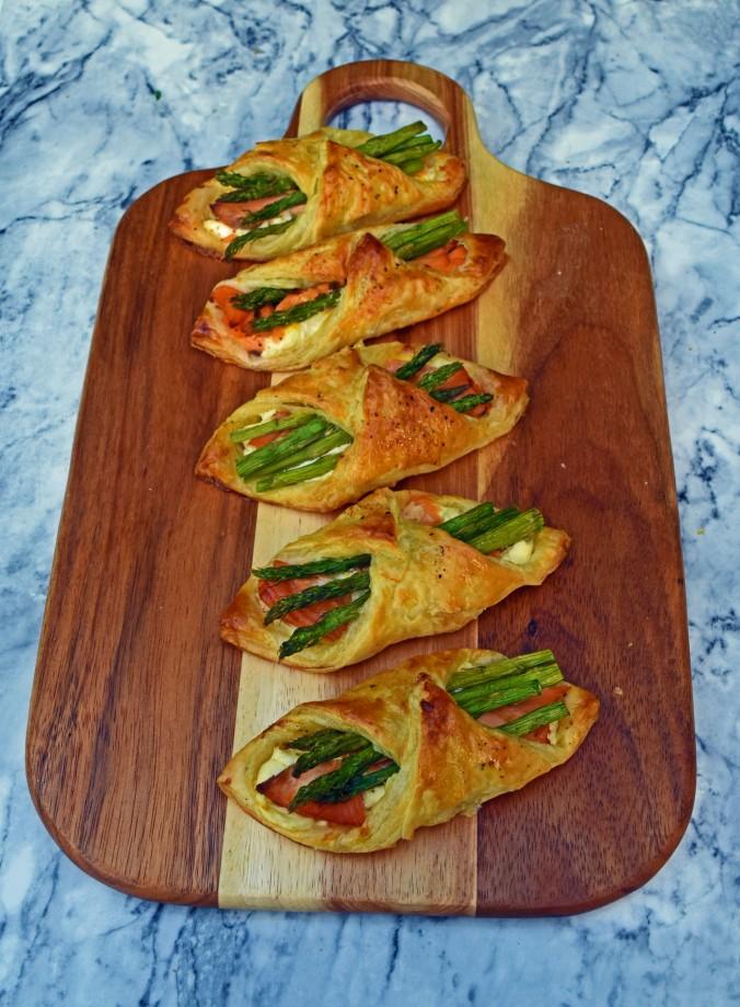 Salmon asparagus parcels