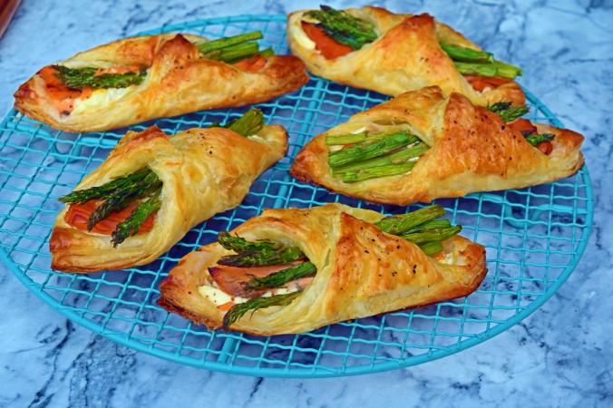 Salmon & asparagus parcels